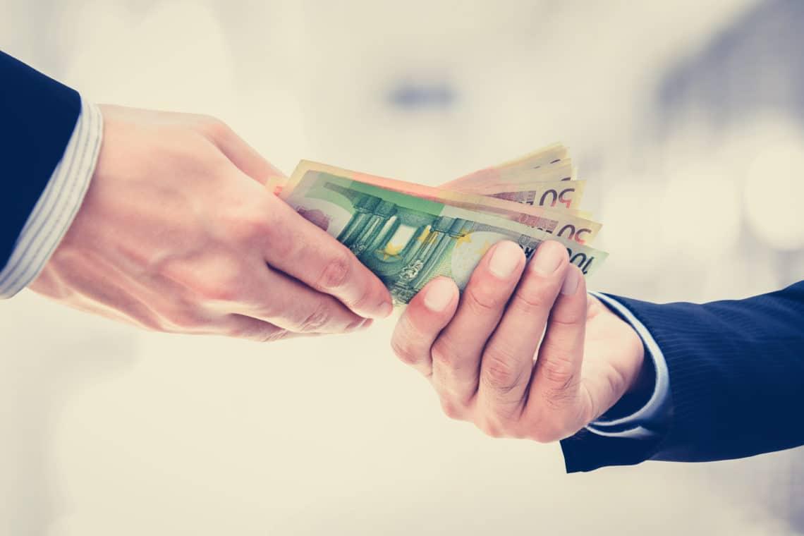 Geld ausborgen Titelbild